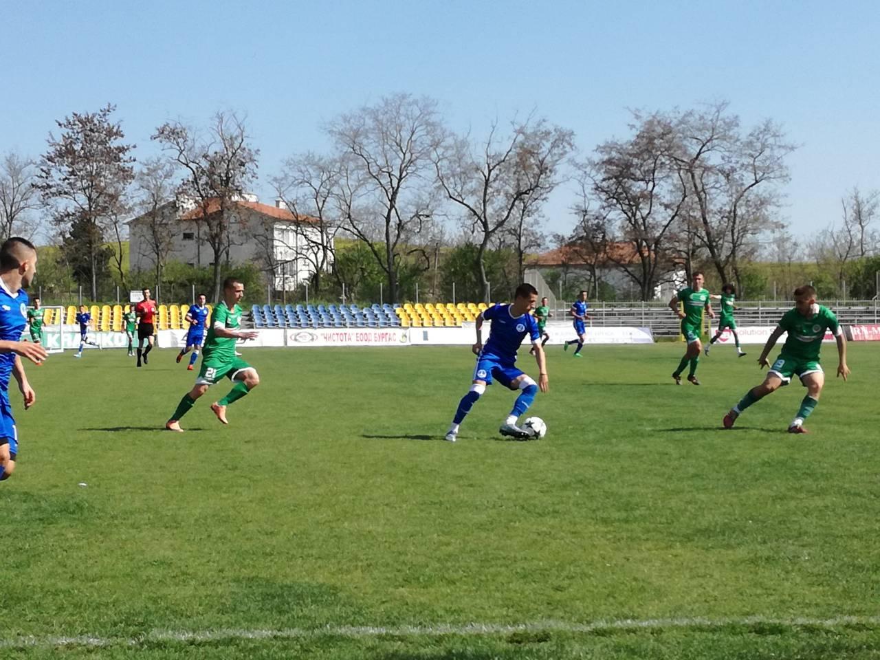 Черноморец поведе, но не успя да спечели градското дерби
