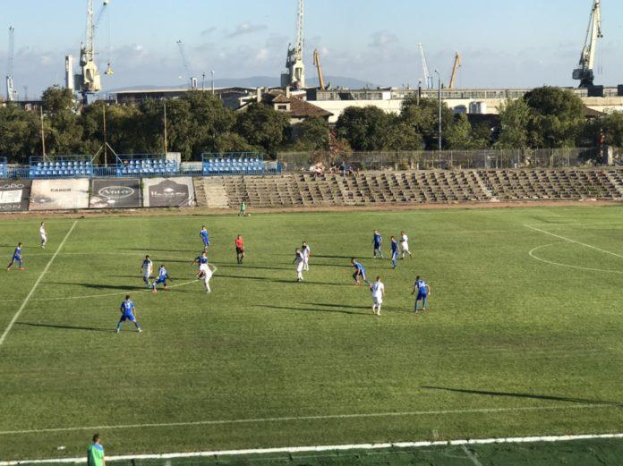 """Стотици бургазлии призоваха стадион """"Черноморец"""" да бъде върнат на града"""